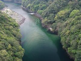 松峯大橋から安房川を俯瞰する