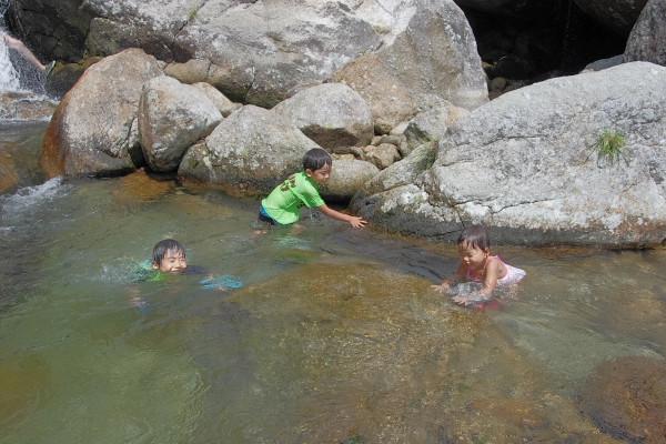屋久島で水遊び