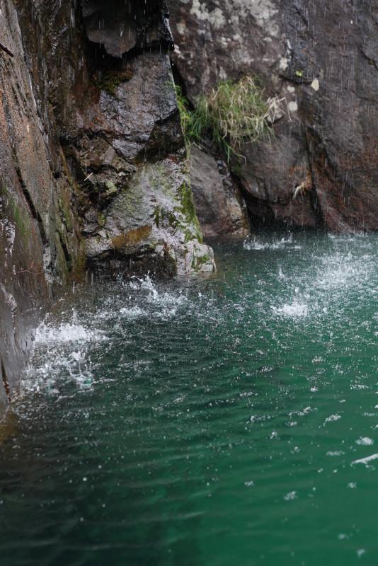 屋久島安房川シャワーのような滝
