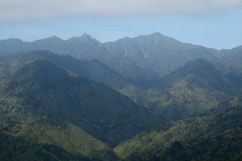 屋久島宮之浦岳と翁岳の山容登山