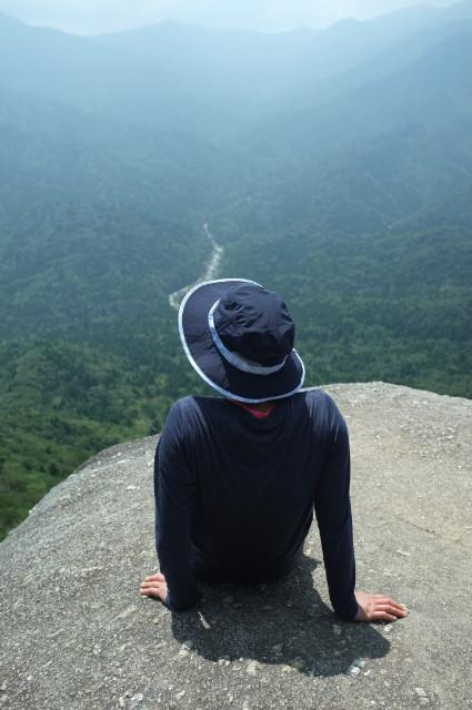 太鼓岩でのんびり展望を楽しむ