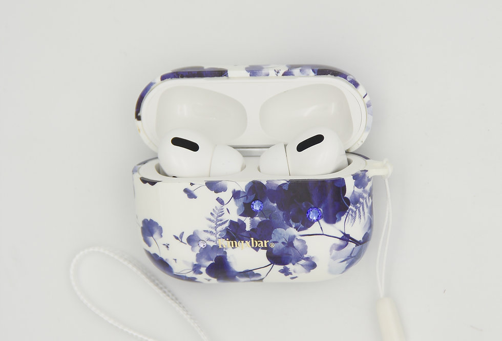 Чехол для AirPods Pro Kingxbar пластик на белом фоне синие цветы