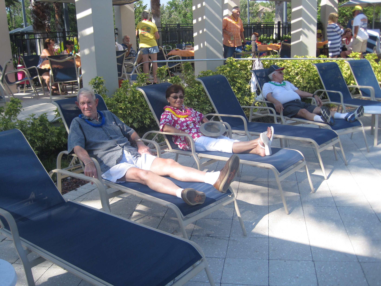 34-Randy, Vilawan & Paul relaxing.JPG