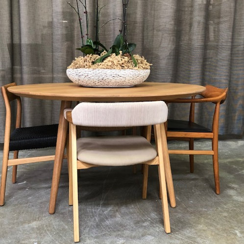 dining table. dining room. dining room furniture. Scandinavian Furniture.