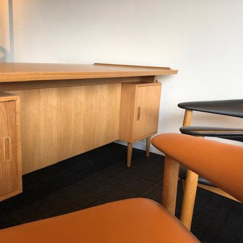 Sage return desk