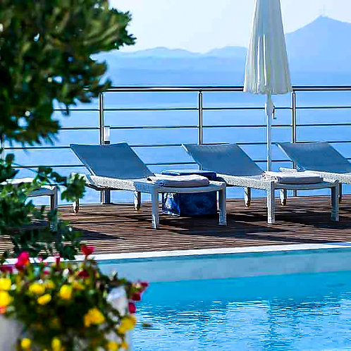 sun lounger. daybed. outdoor lounges. pool furniture
