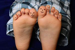 feet-2358333_1920.jpg