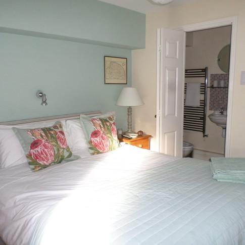Garden bedroom with ensuite shower room