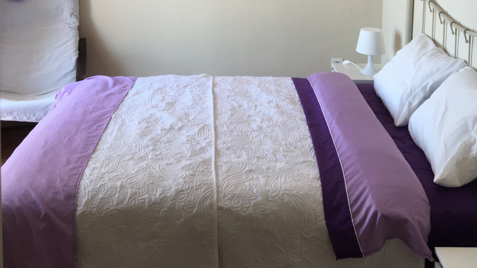 Purple room (Double bed)