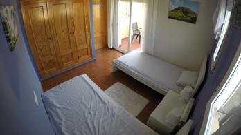 Blue room (2 single beds)