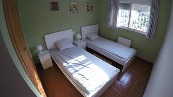 Green room (single beds)