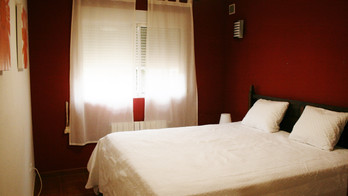 Red room (Queen size bed)