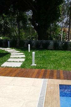 Jardim de entrada residência LHR - Decora Arquitetura