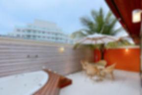 Varanda com spa  - Decora Arquitetura