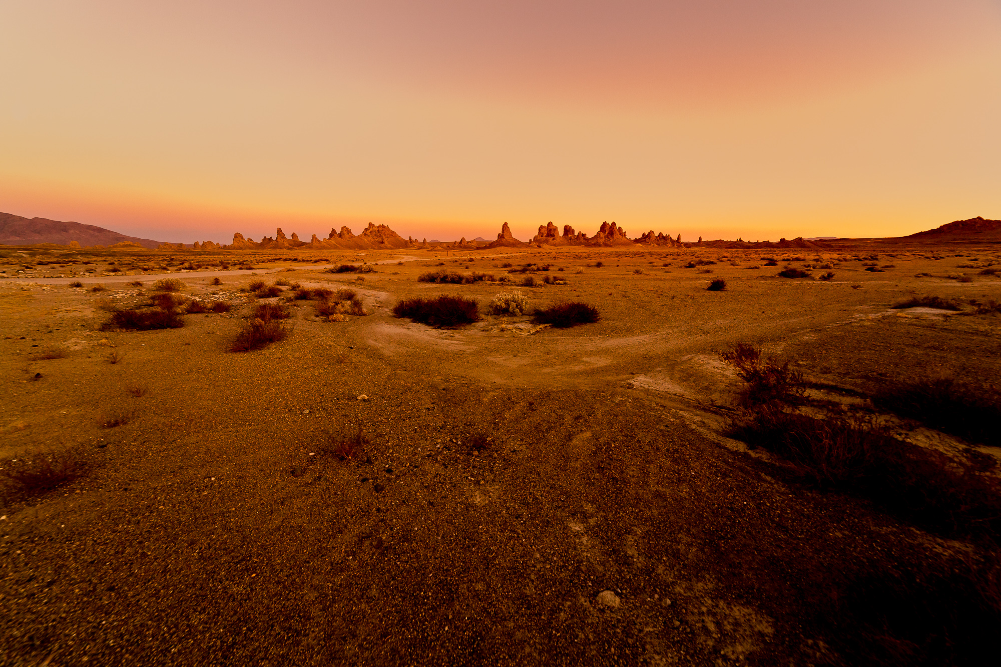 Trona Pinnacles Wide Angle Fantomfoto-1