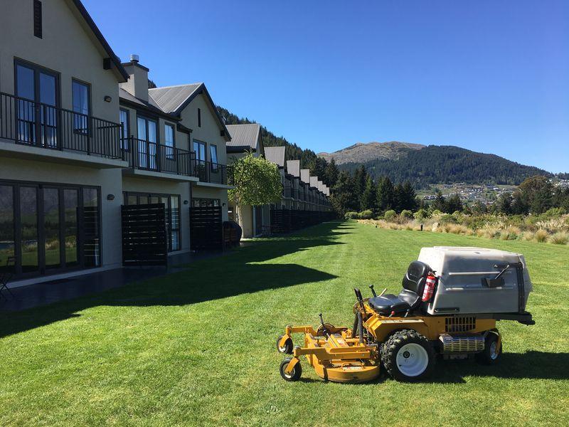Platinum Luxury Apartments Lawns