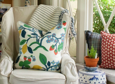 Simple Pillow Tutorial with Clothesline Piping
