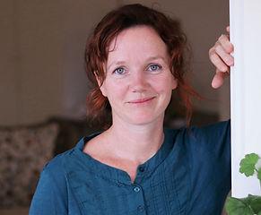 Psykolog Anne Novak byder velkommen til sin klinik i Ry