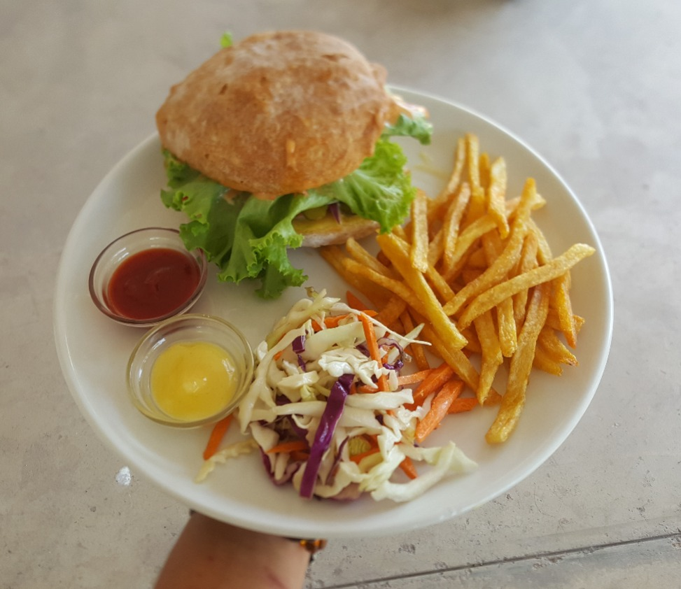 Chicken Burger with frittes