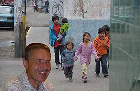 Josef Preinerstorfer mit Straßenkinder