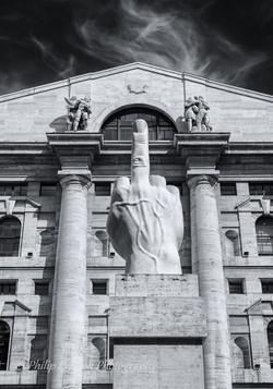 LOVE Sculpture, Milan
