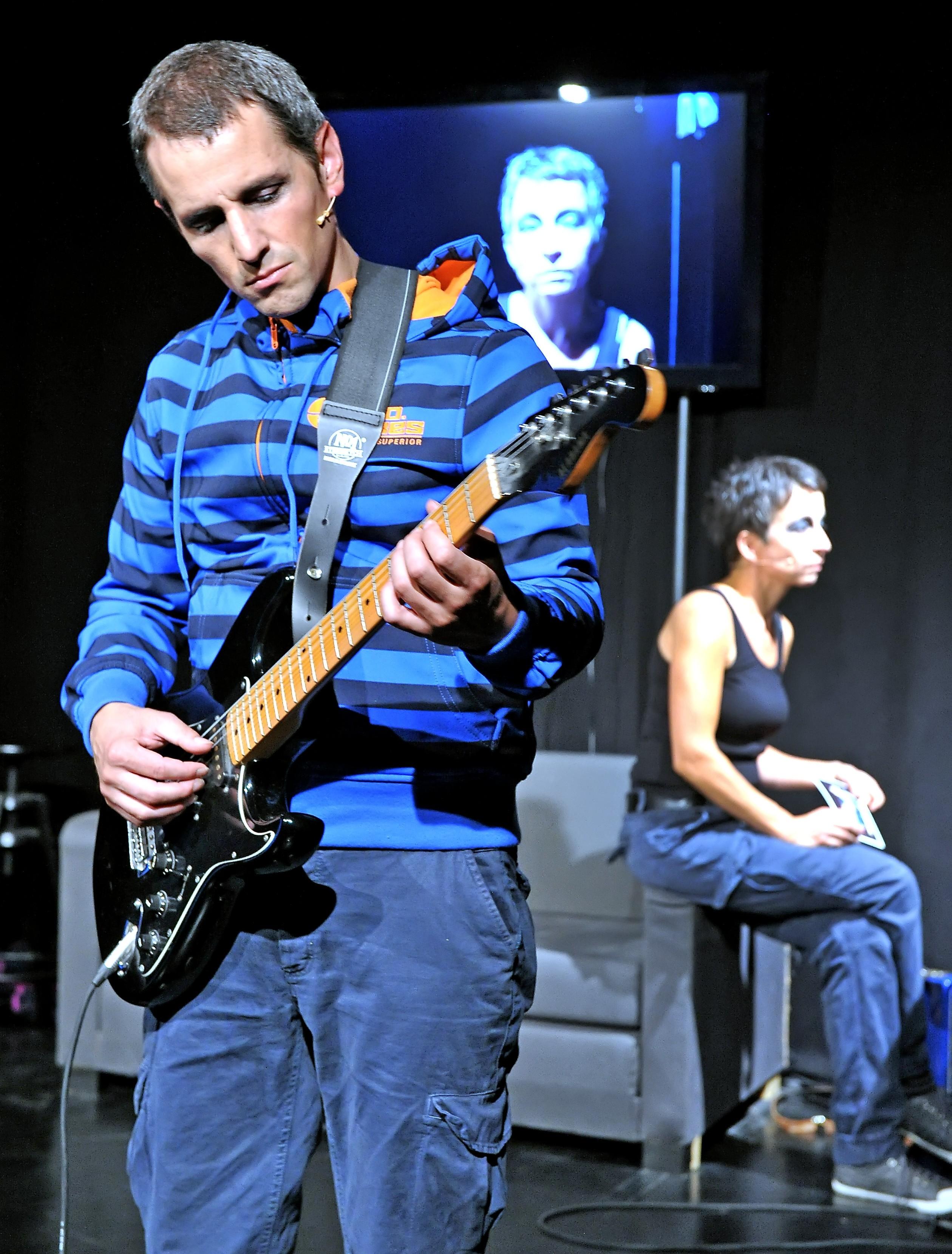 Theater_zw_d_Dörfern_Korallenfische_Gitarre