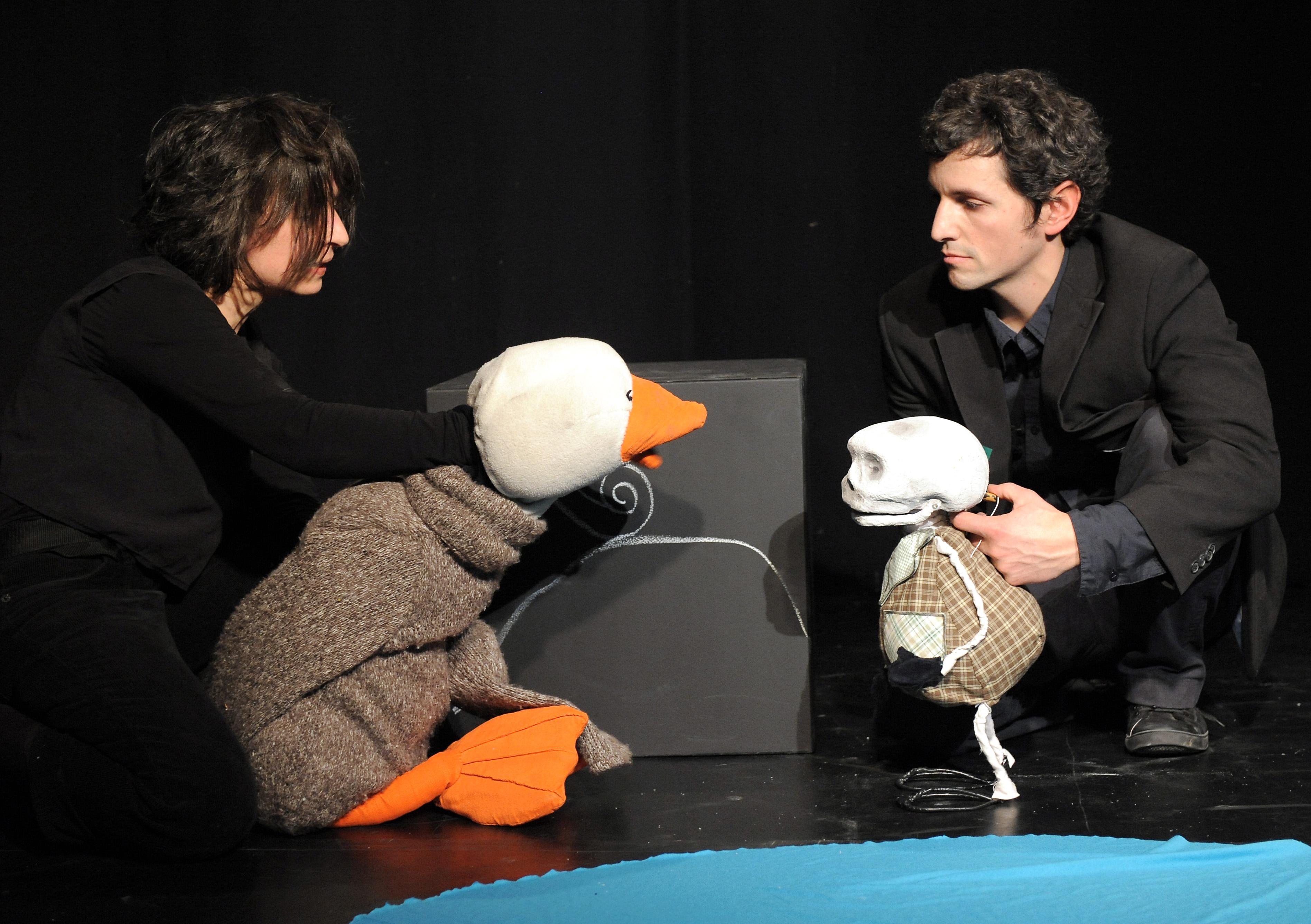 Ente, Tod und Tulpe, Teich.jpg