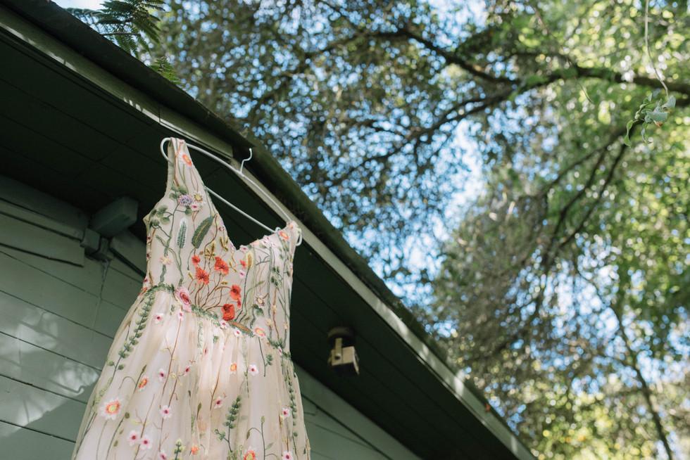 boda-organica-en-el-cielo-flores-vestido-de-novia-vestido-de-flores-catalina-bayona-boda-catolica-said-moda-matrimonio-calera