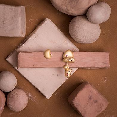brincos em vermeil e pedras preciosas