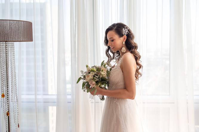 Bride-with-bouquet-412078.jpg