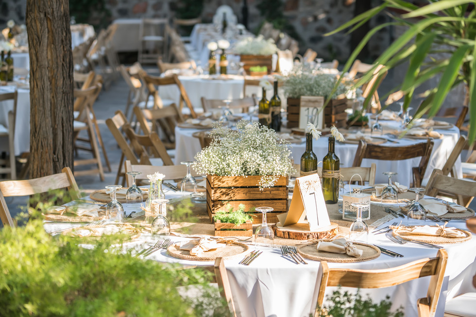 Wedding-tables-in-the-garden-342386.jpg