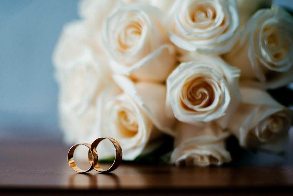 Wedding-rings-roses-658578.jpg