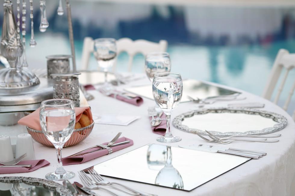 Wedding-table-setting-342343.jpg