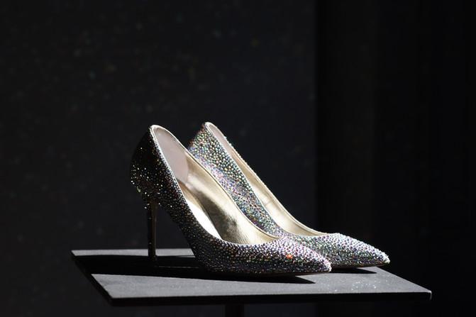 Pair-of-stylish-shoes-856083.jpg