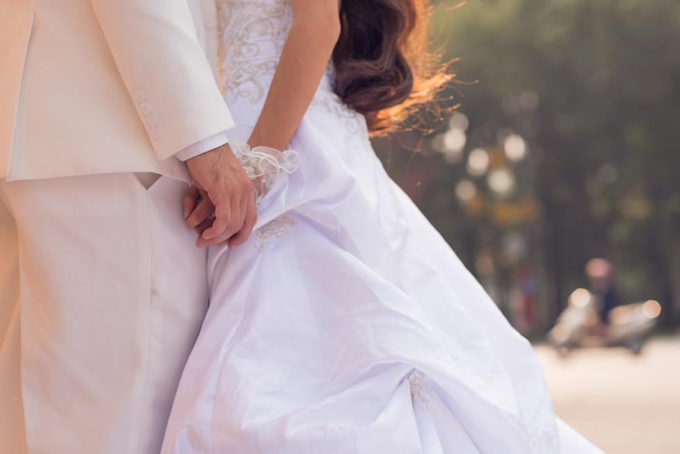 Loving-newlyweds-holding-hands-536454.jpg