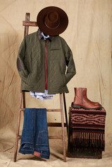 Sombrero Pampa ala 8 cm - Campera Güemes - Camisa Esquel Oxford - Sweater Puan - Jean Posadas Clásico.