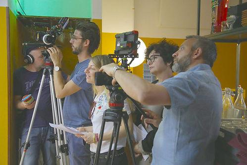 La troupedi Officinema Doc in trasferta a Milano per leriprese de documentari All salute