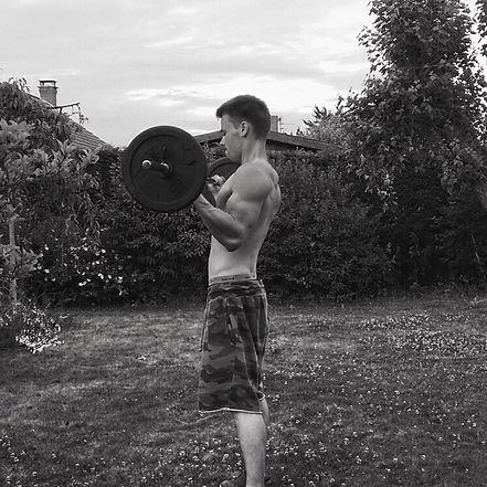 Bonjour ! Je m'appelle Eliott.    Mon objectif chez Air Fitness est de vous aider à atteindre les vôtres, qu'importent soient-ils, et qu'importe votre niveau de départ.