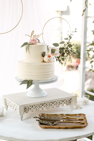 Floral rings over cake table