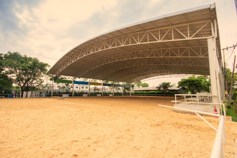 สนามขี่ม้าในร่ม (Indoor Riding Arena
