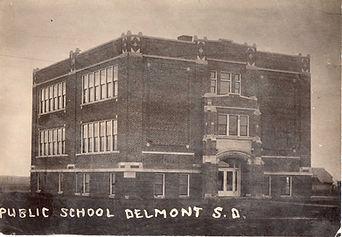 Delmont Public School001.jpg