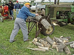 Tractor Show Sawing 1.jpg