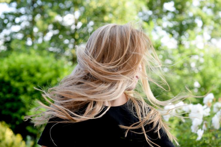 jasne włosy