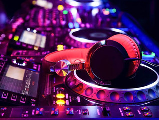 5 Moments Only A Professional DJ Can Set the Tone