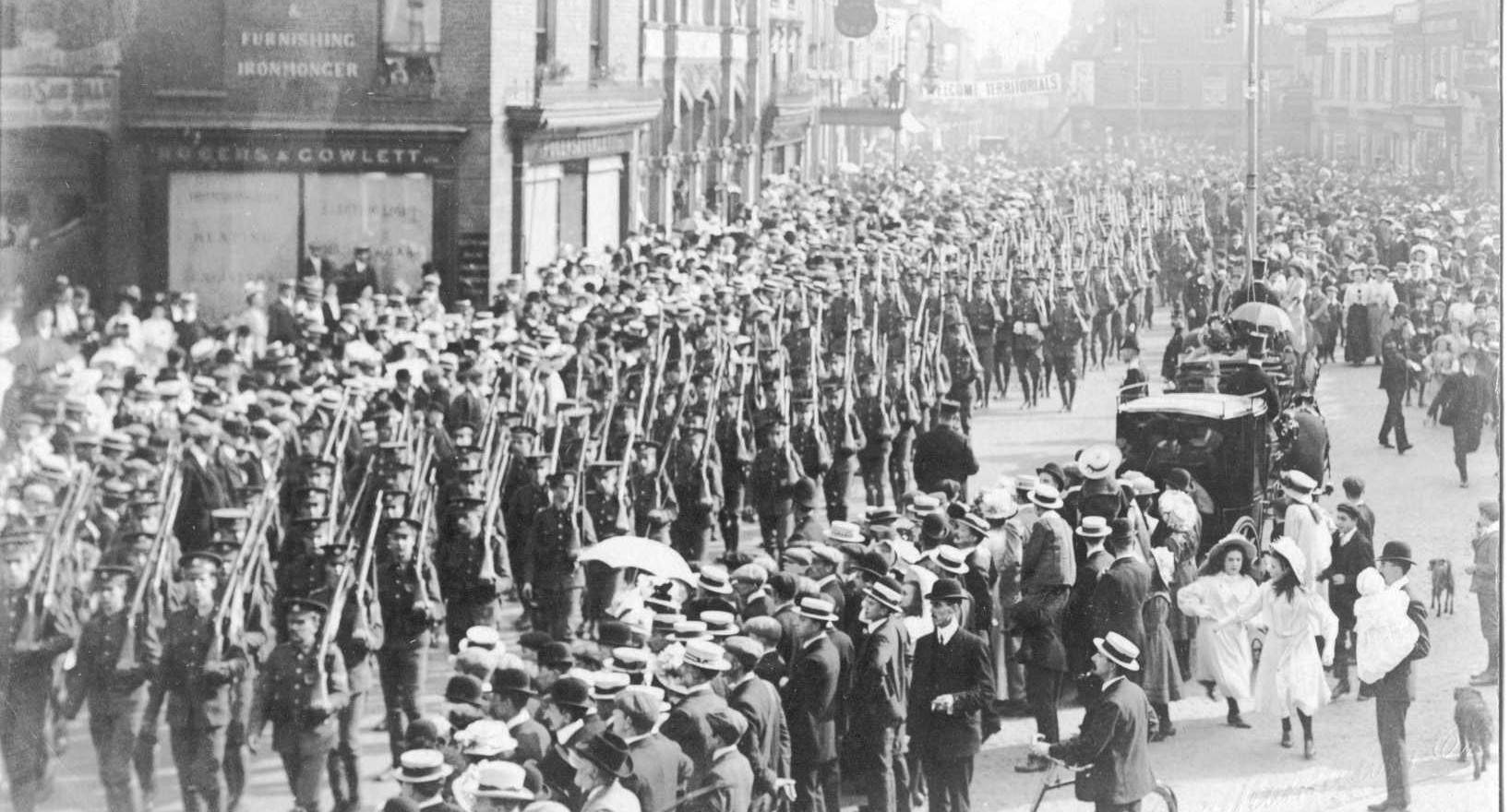 WW1 Troops in Market Place, High Street.