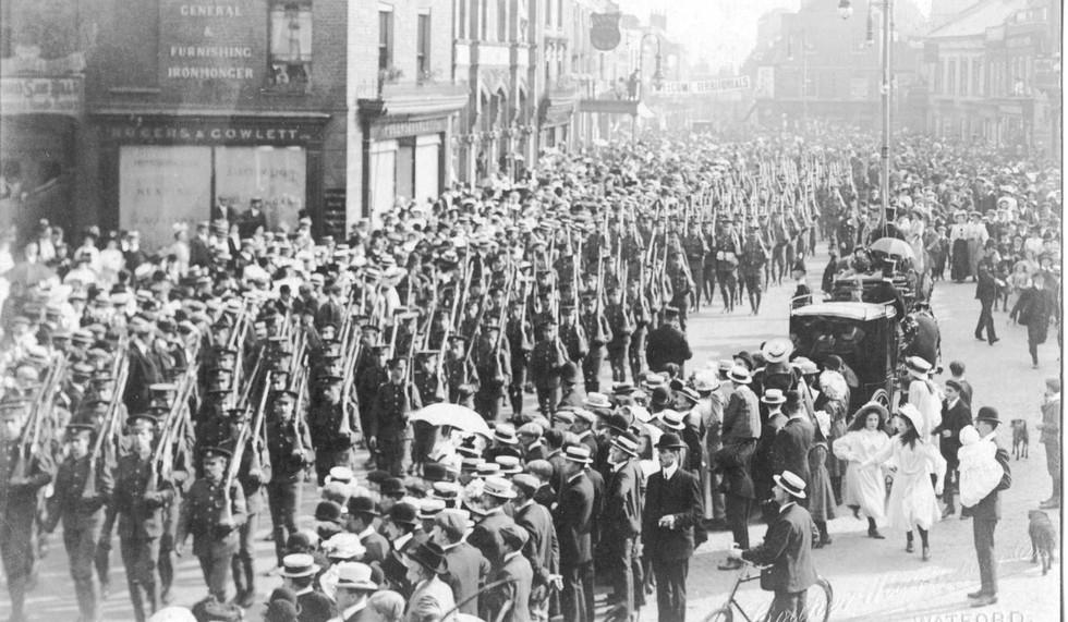 WW1 Troops in Market Place, High Street.