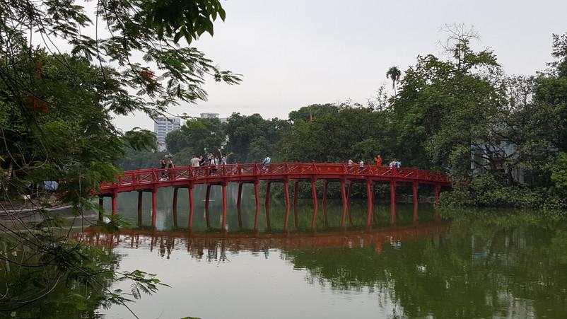 Pont sur le lac d'Hanoï
