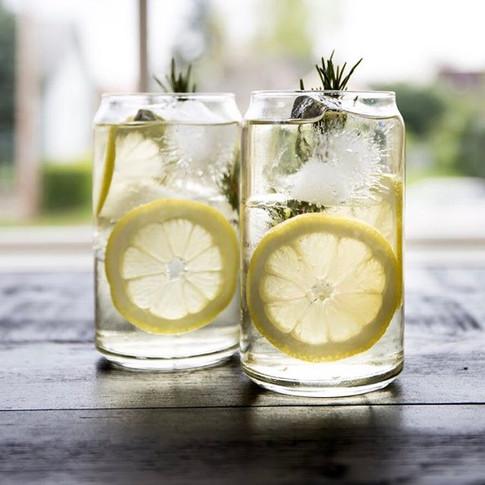 Dressing up that Lemon-Ginger-Rosemary over ice 👌