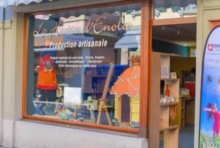 Ouverture de la boutique La Hutte d'Enola