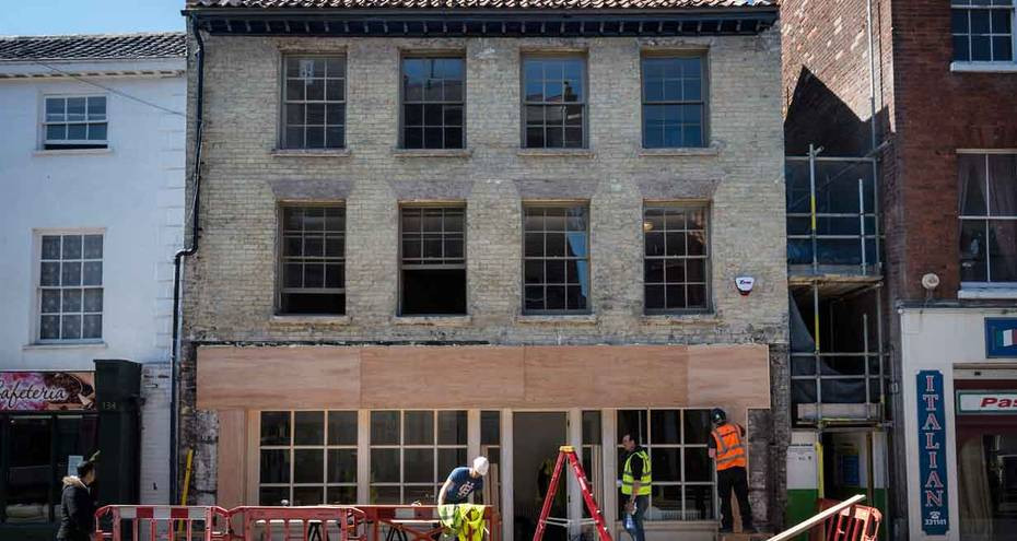 Exterior of 135 King Street during works